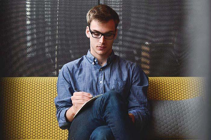comment faire un cv - un jeune ecrit