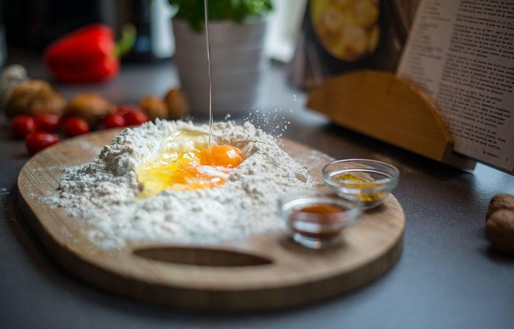 Des oeufs et de la farine