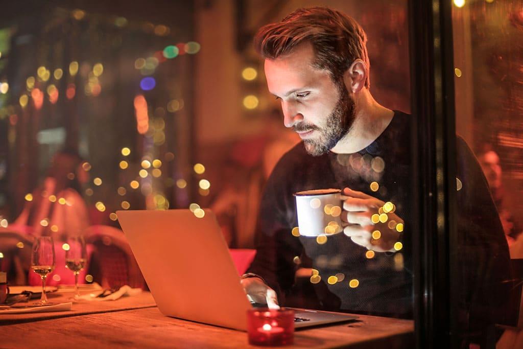 un apprenti informaticien